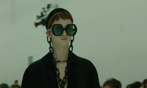 Loạt người mẫu ngực trần ở show Gucci - ảnh 1