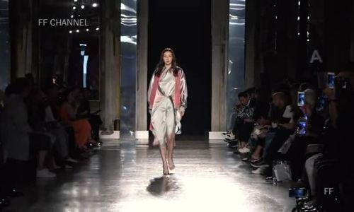 Hùng Đại Lâm catwalk