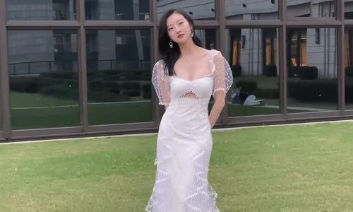 Cảnh Điềm váy khoét ngực 10/2019