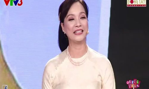"""Hồng Vân ngưỡng mộ nhan sắc Lê Khanh trong chương trình """"Ký ức vui vẻ"""" (2018)"""
