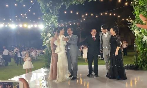 Tiệc cưới nhiều nụ cười, nước mắt của Đông Nhi - ảnh 1