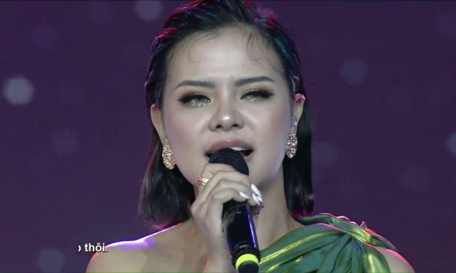 Tia Hải Châu hát Miss Universe Vietnam