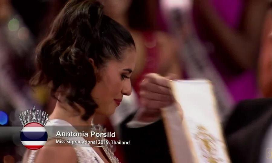 Khoảnh khắc Anntonia Porsild đăng quang Hoa hậu Siêu quốc gia 2019