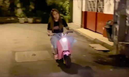 Đàm Vĩnh Hưng đạp xích lô đi bão - ảnh 7