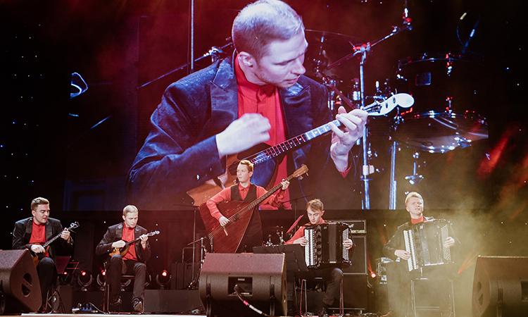 Nhạc công Nga biểu diễn 'Trống cơm'