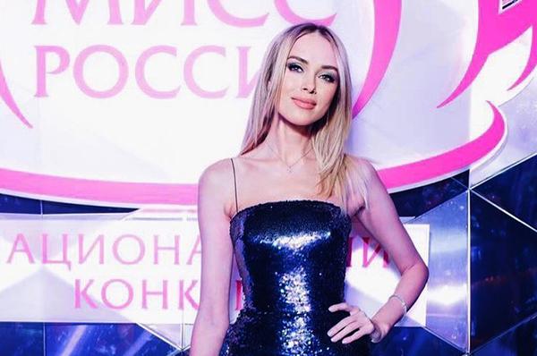 Hoa hậu Nga catwalk