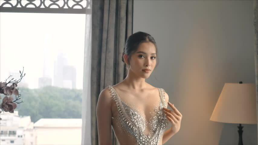 Tiểu Vy diện váy cưới