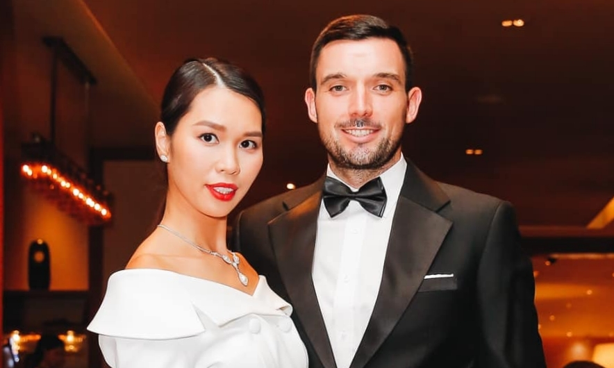 Vợ chồng Hà Anh chơi thử thách tình nhân