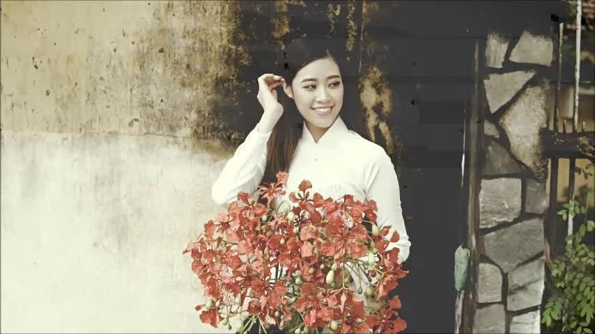 Khánh Vân diện áo dài hoa phượng
