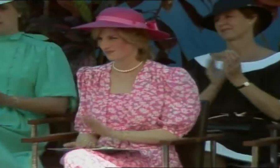 Những khoảnh khắc thời trang của công nương Diana