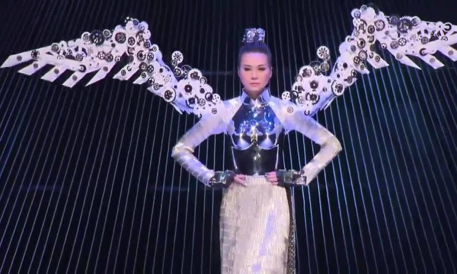 Thanh Hằng catwalk show No.8 của Công Trí 2014