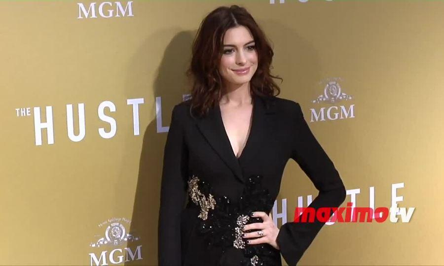 Anne Hathaway ở buổi ra mắt 'The Hustle'