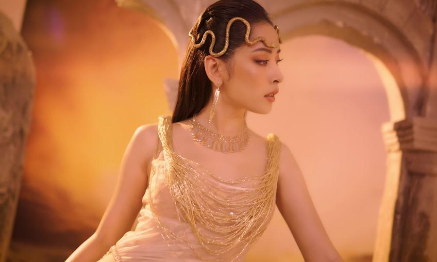 Chi Pu, Ngọc Trinh diện trang phục Đỗ Long
