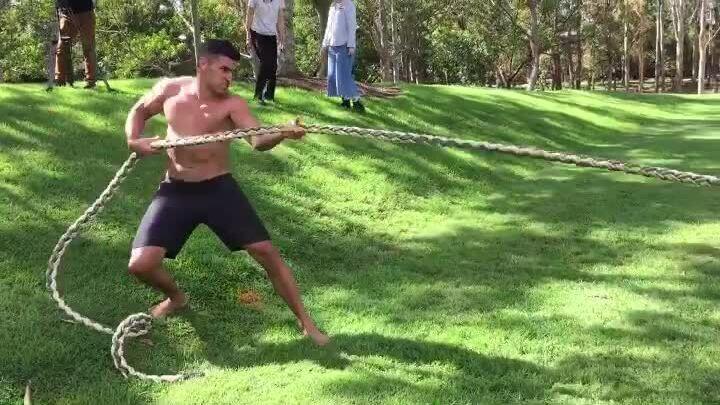 Pita Taufatofua tập luyện