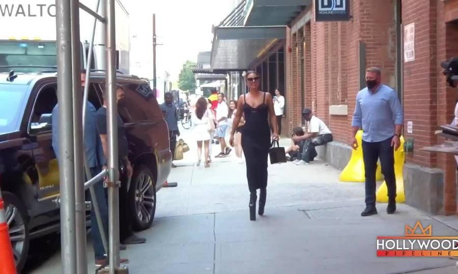 Lady Gaga mặc sành điệu xuống phố