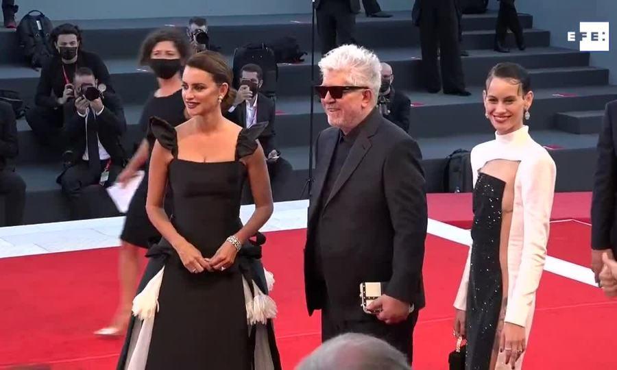 Penelope Cruz ở Venice 2021