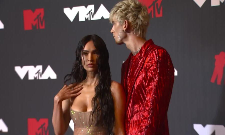 Megan Fox và Machine Gun Kelly ở VMAs 2021