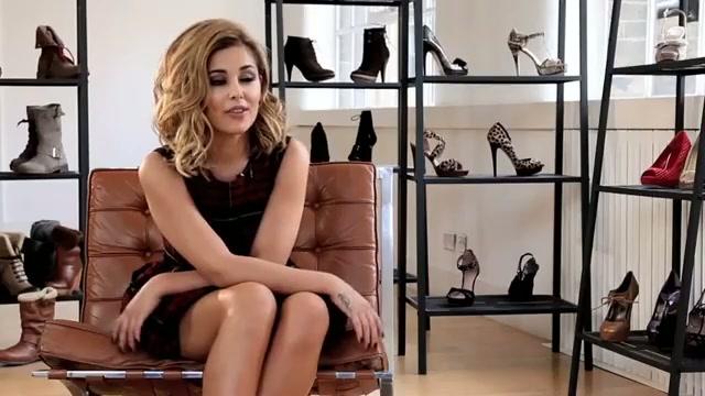 Cheryl Cole thiết kế giầy