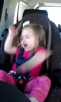 Rocker 3 tuổi siêu cuồng nhiệt