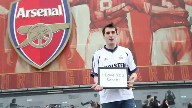Fan Arsenal xin loi ban gai