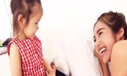 Elly Trần trêu đùa cùng con gái
