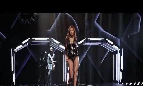 Minh Tú catwalk