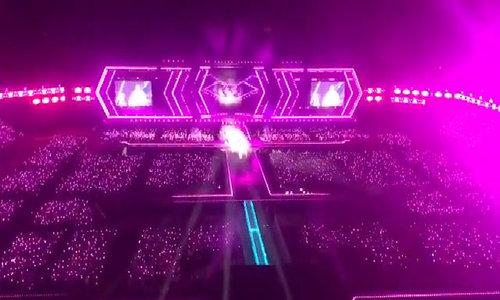 Fan EXO lấp đầy sân vận động