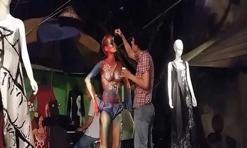 Họa sĩ Đức Phạm vẽ body painting