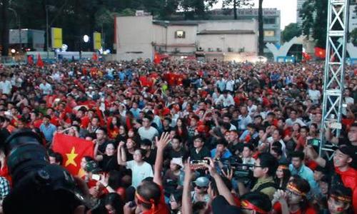 Người hâm mộ sung sướng tột độ khi U23 vào chung kết