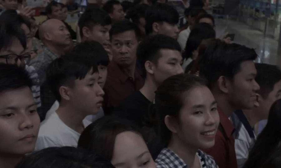 Khán giả đông đảo chờ đón Quốc Cơ Quốc Nghiệp trở về