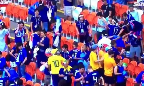 CĐV Nhật Bản dọn rác sau trận đấu