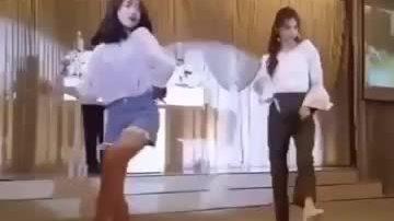 Yoo Jung - Do Yeon nhảy tưng bừng ở đám cưới