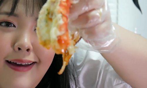 Yang Soobin, Brittanya Karma: 2 nàng béo triệu người