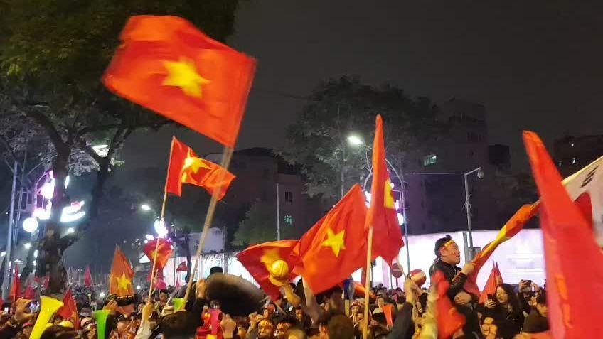 Hà Nội sục sôi đi bão mừng Việt Nam vào tứ kết Asian Cup 2019