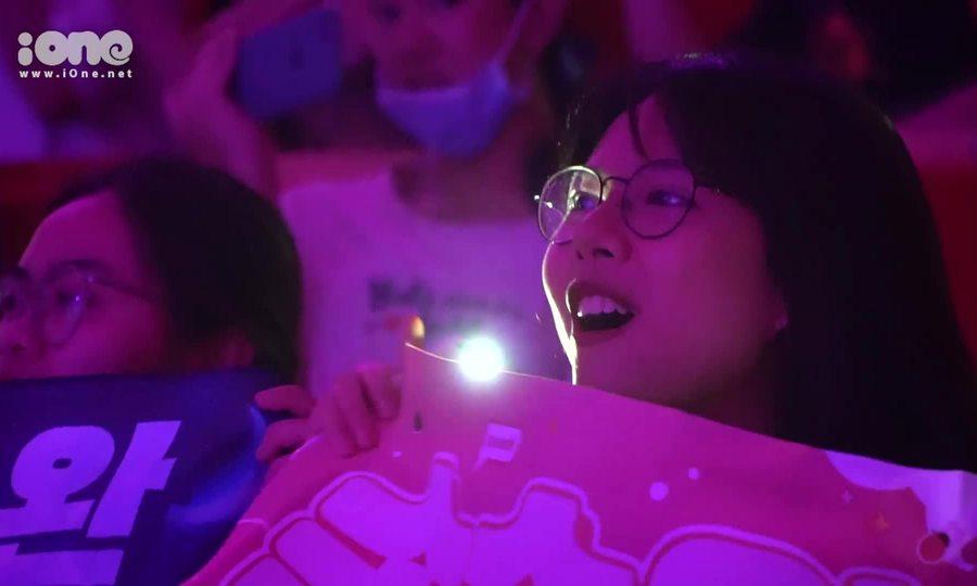 Fan Việt 'gào thét' gọi Seulgi - Irene trong concert online