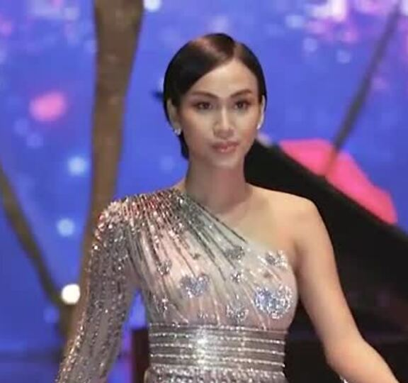Cadie Huỳnh Anh diễn thời trang