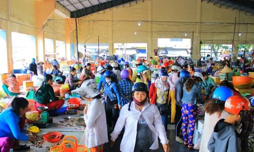 Chợ hải sản miền Tây nhộn nhịp những ngày giáp Tết