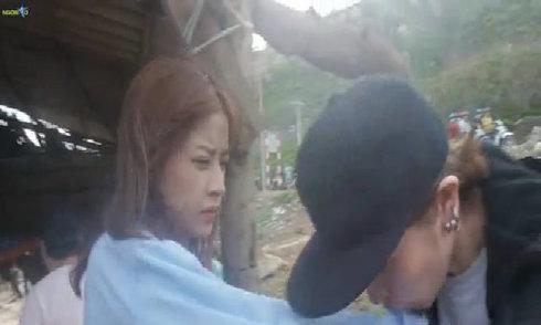 Gil Lê hôn tay Chi Pu tới tấp