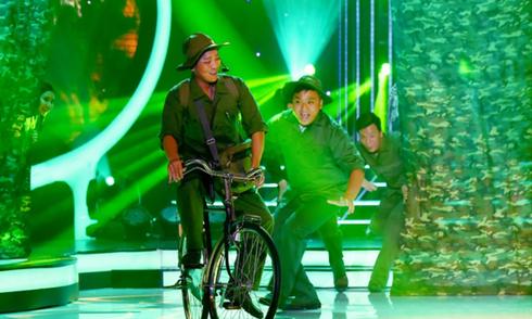 Đỗ Duy Nam hát 'Anh quân Bưu vui tính'