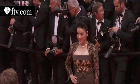 Video Lý Nhã Kỳ sải bước trên thảm đỏ Cannes