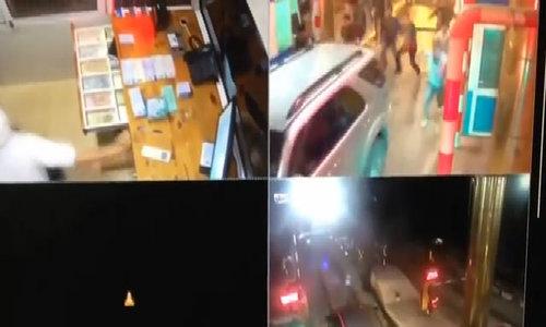 Cảnh sát truy đuổi xe chở ma túy