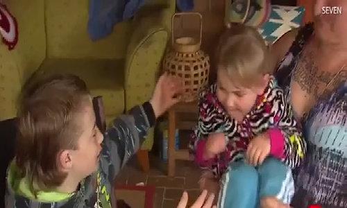 Bé trai 9 tuổi lấy thân mình che chắn cho bạn khi bị chó tấn công