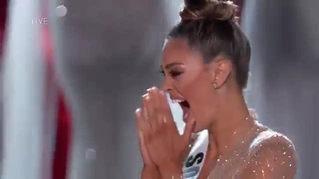 Khoảnh khắc đăng quang hoa hậu của  Demi-Leigh Nel-Peters
