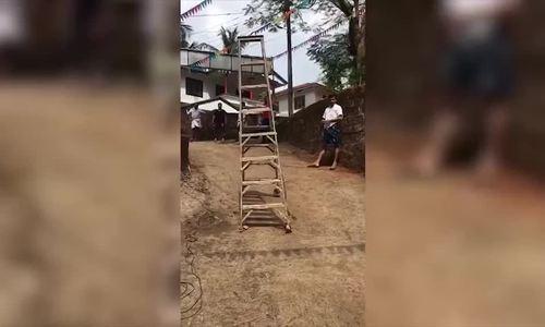 Chiếc thang ma ám tự 'bước đi' ở Ấn Độ