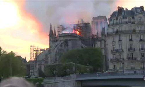 Nhà thờ Đức Bà Paris đổ sụp