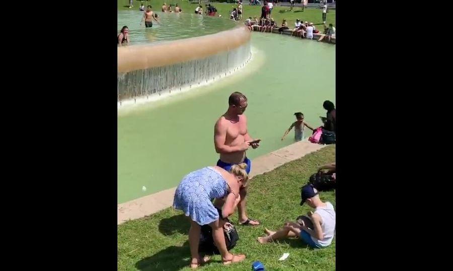 'Bể bơi' dưới chân tháp Eiffel