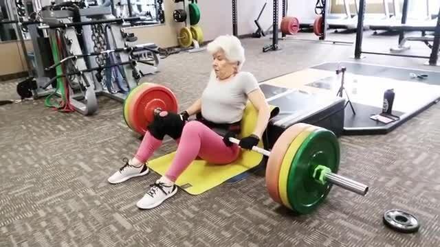 Cụ bà 73 tuổi tập luyện 5 buổi mỗi tuần