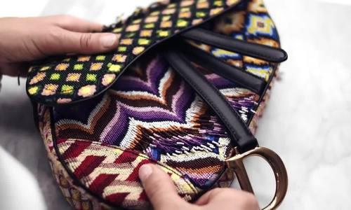 Túi Dior yên ngựa đính kết được làm kỳ công thế nào