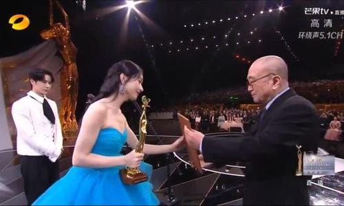 Nữ diễn viên thắng giải Ngôi sao được yêu thích nhất tại Lễ trao giải Kim Ưng 2020, gây ra nhiều chú
