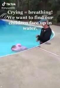 Video bé 1 tuổi bị ném xuống nước để 'học cách sinh tồn' gây tranh cãi